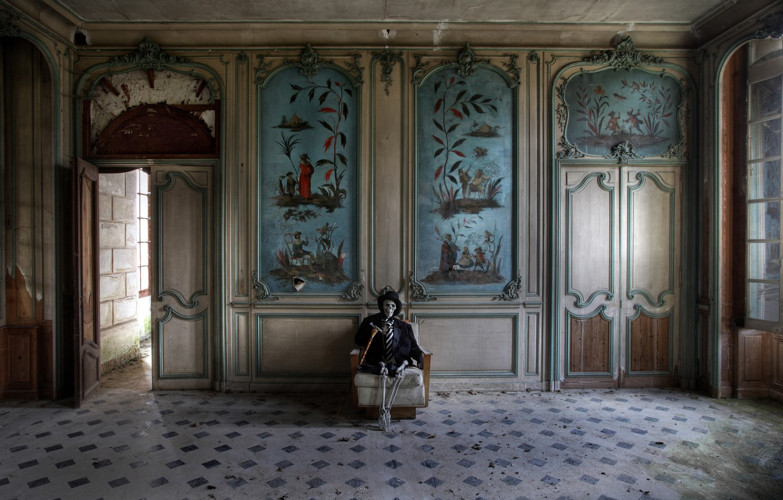 Photo wallpaper skeleton, hall, visitor