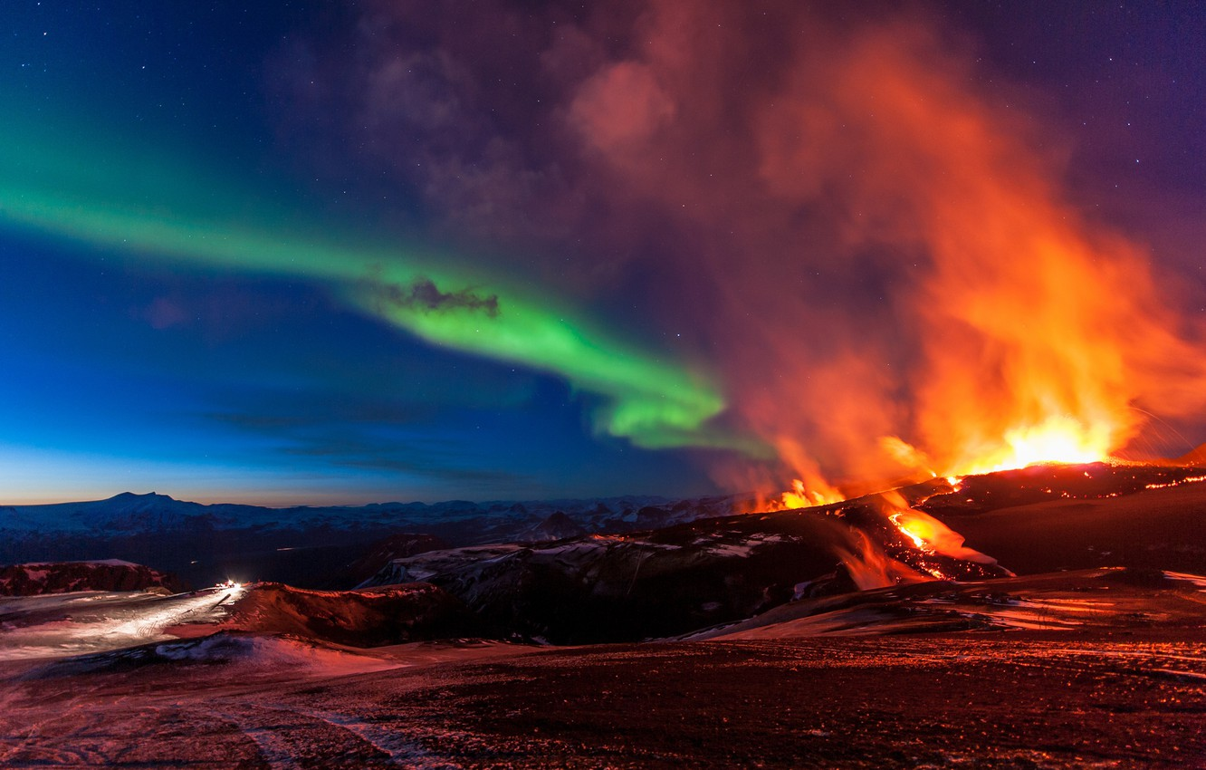 Photo wallpaper mountains, element, Northern lights, Iceland, Iceland, the eruption of the volcano, Fimmvorduhals