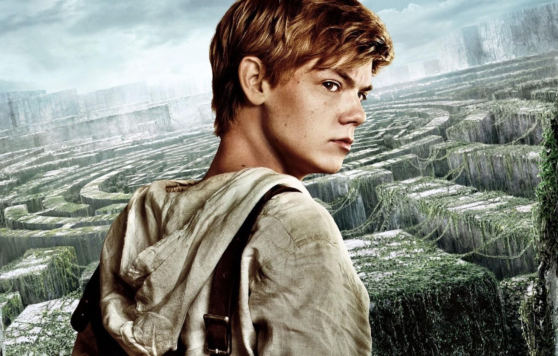 Photo wallpaper cinema, sky, man, boy, survivor, face, labyrinth, british, film, vegetation, 2014, hood, The Maze Runner, …