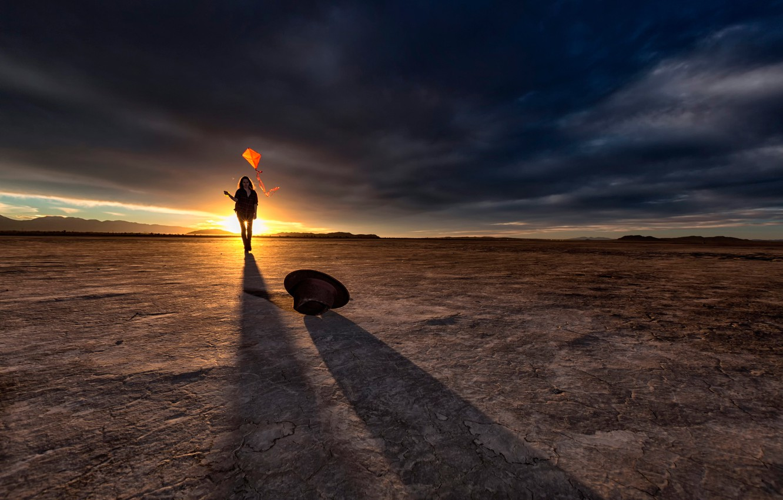 Photo wallpaper girl, desert, hat, kite, sun beam Golden