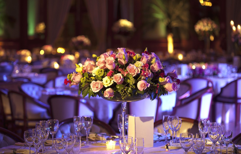 Photo wallpaper flowers, roses, bouquet, glasses, restaurant, table, hydrangeas