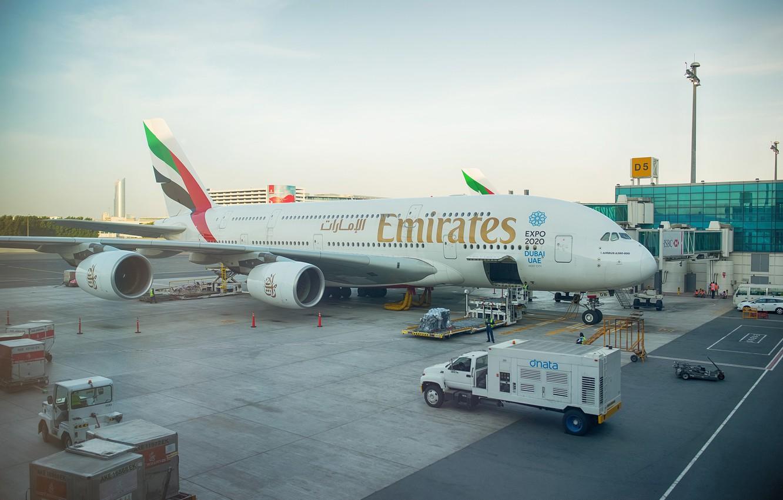 Photo wallpaper the plane, giant, before, Dubai, jet, Emirates, UAE, bokeh, passenger, Airbus, Airbus, training, terminal, Emirates, …