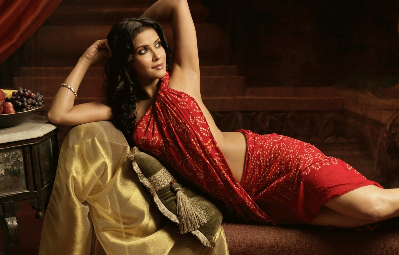 Wallpaper Red Hot Sexy Indian Actress Saree Nandana