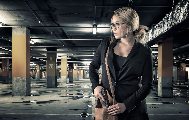 Photo wallpaper girl, gun, bag, subway