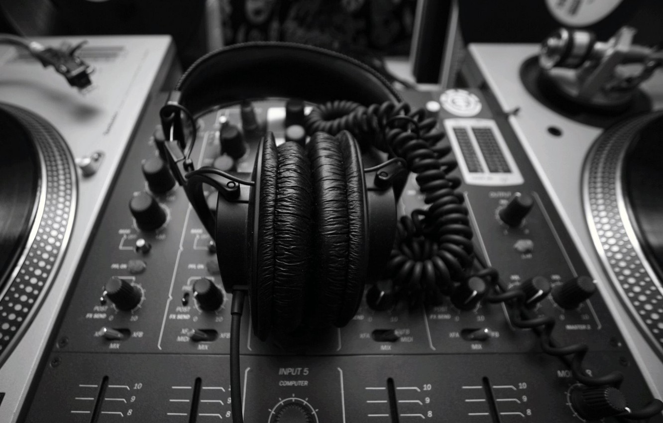 Photo wallpaper style, music, black and white, headphones, remote