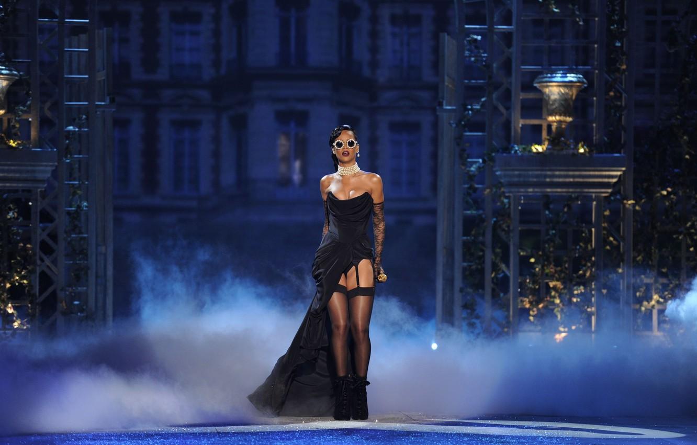 Photo wallpaper glasses, singer, celebrity, Rihanna, speech