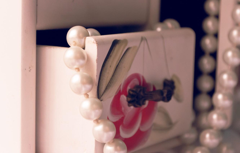Photo wallpaper macro, figure, beads, box