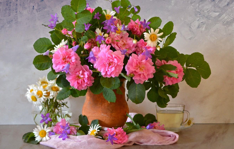 Photo wallpaper tea, roses, chamomile, bouquet, bells, shawl