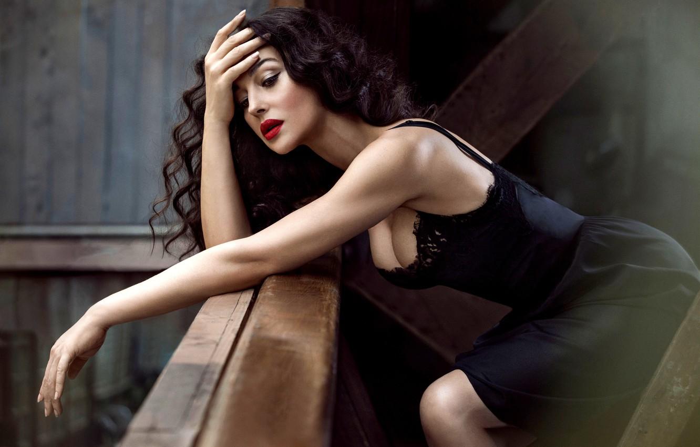 Photo wallpaper chest, face, model, hair, makeup, figure, dress, actress, brunette, black, Monica Bellucci, Monica Bellucci, curls