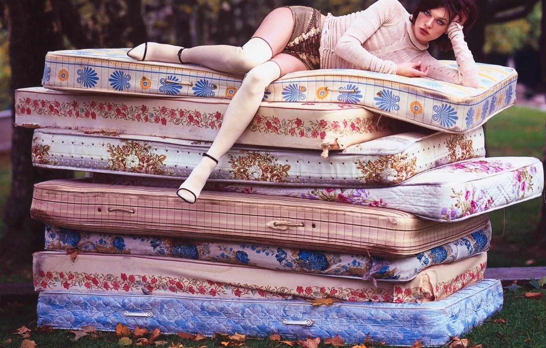 Photo wallpaper Princess, Milla Jovovich, the pea, Milla Jovovich