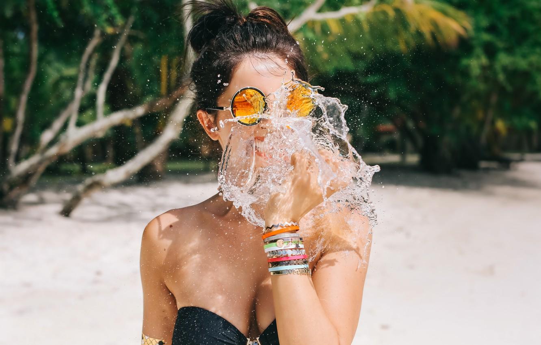 Photo wallpaper girl, squirt, glasses, neckline, David Olkarny, Bite of water