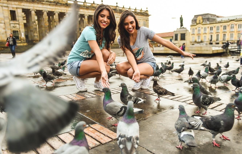 Photo wallpaper smile, girls, area, pigeons, beauty