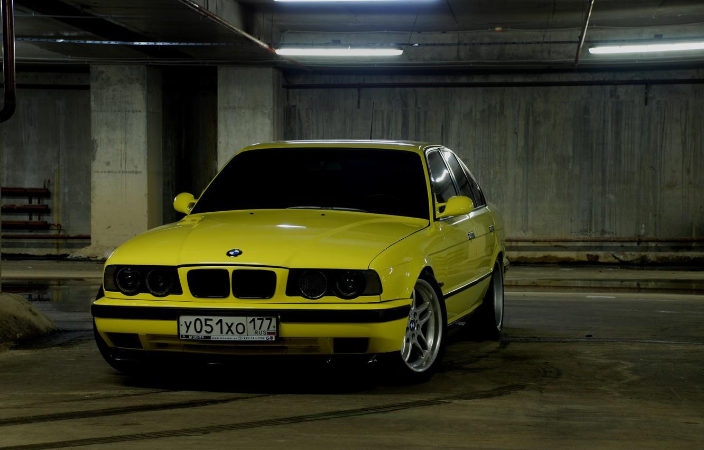 Photo wallpaper yellow, BMW, Parking, E34