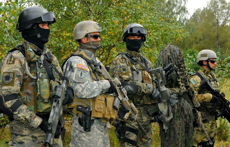 Photo wallpaper gun, pistol, USA, forest, soldier, weapon, jungle, charger, man, sniper, flag, rifle, belt, gloves, sunglasses, …