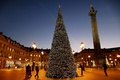 Picture girl, house, people, holiday, tree, lights, guy, year, column, new, new, year