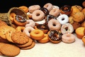Picture basket, cupcakes, mnogoe cookies, with nothing, with sugar powder, Donuts, cream, chocolate, Goodies, with raisins