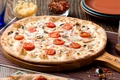 Picture cheese, mushrooms, tomatoes, pizza